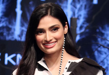 Pix: Retro goddess Athiya Shetty!