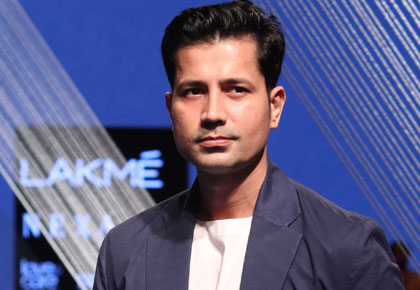 So cool! Sumeet Vyas promotes khadi