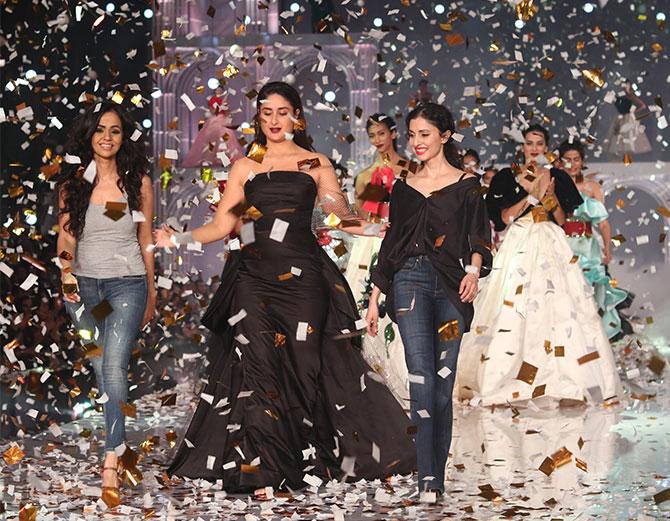 Kareena Kapoor walks for Gauri and Nainika at the Lakme Fashion Week