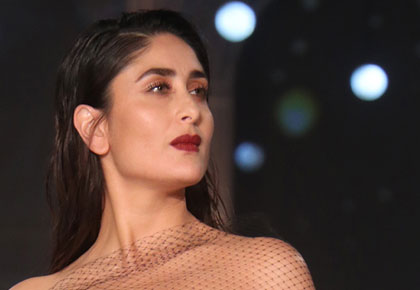 MUST SEE: Kareena flaunts curves in a backless gown