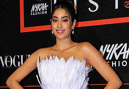 OMG! Is Janhvi Kapoor wearing a cheap copy?