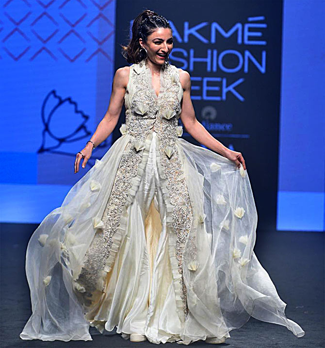 Soha Ali Khan at Lakme Fashion Week summer/resort 2019