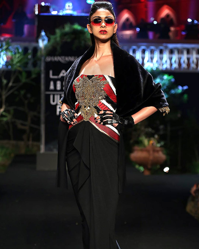 Kareena Kapoor walks for Shantanu and Nikhil at LFW finale summer/resort 2019