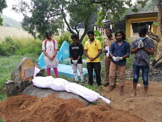 Uravugal Trust facilitates burial of unclaimed bodies