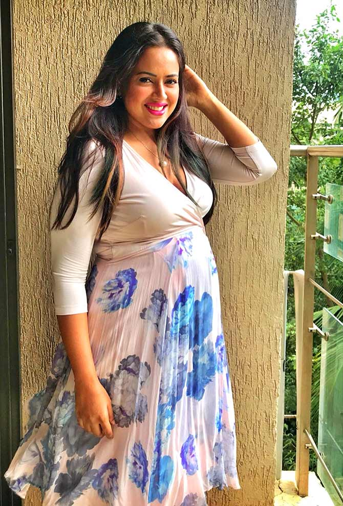 Must-read! Sameera celebrates her post-pregnancy body