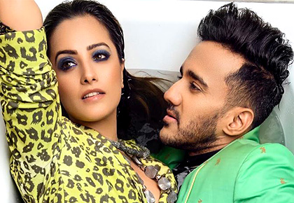 Anita Hassanandani gets romantic with hubby