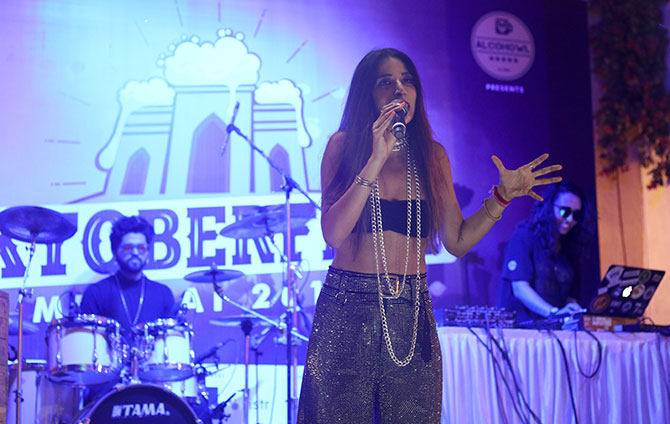 Monica Dogra at the Oktoberfest 2019