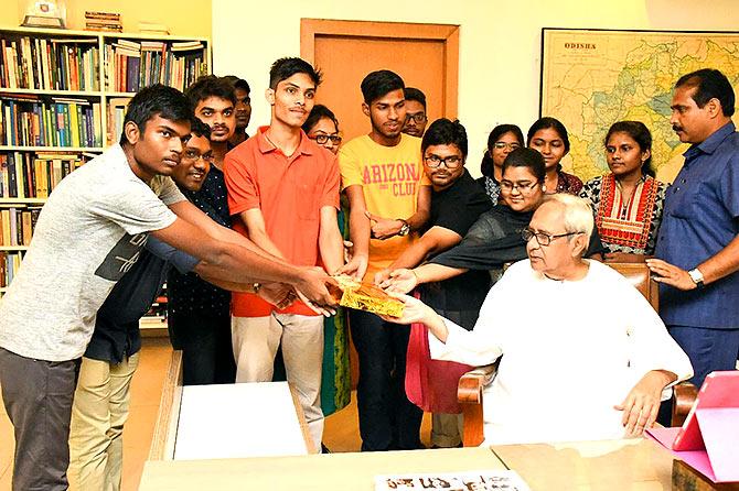 Students of the Zindagi Foundation interact with Odisha Chief Minister Naveen Patnaik.
