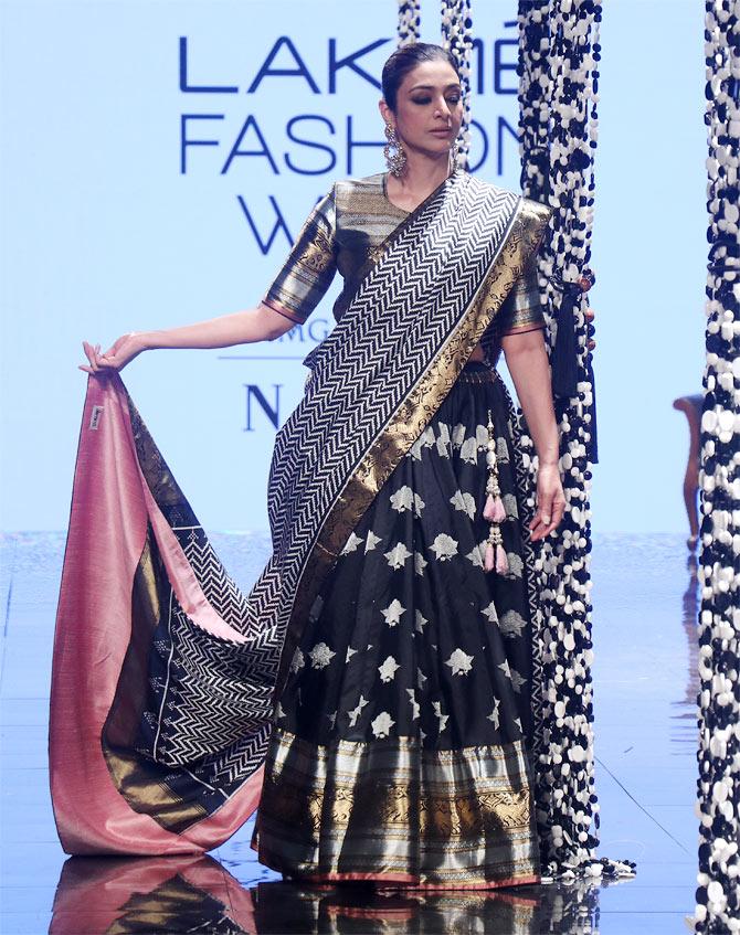 Hot alert! Bipasha, Tabu steal the show in saris