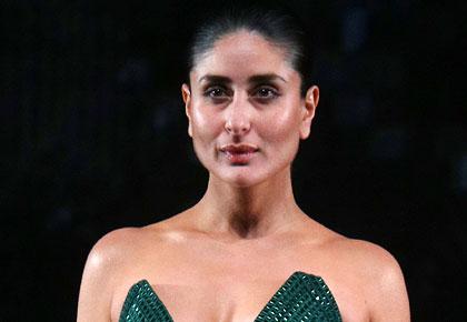 'I'm feeling so sexy tonight': Kareena at LFW