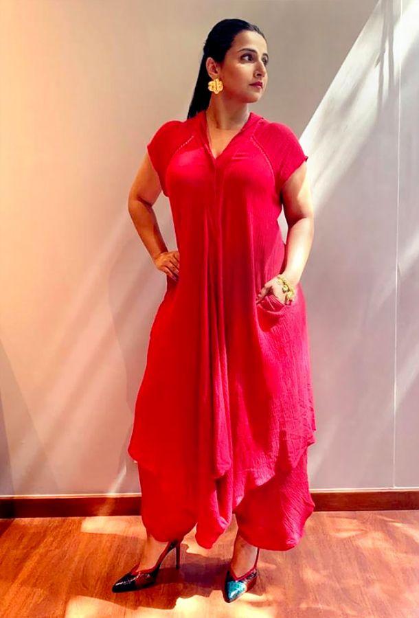 Choose clothes with pockets like Vidya Balan