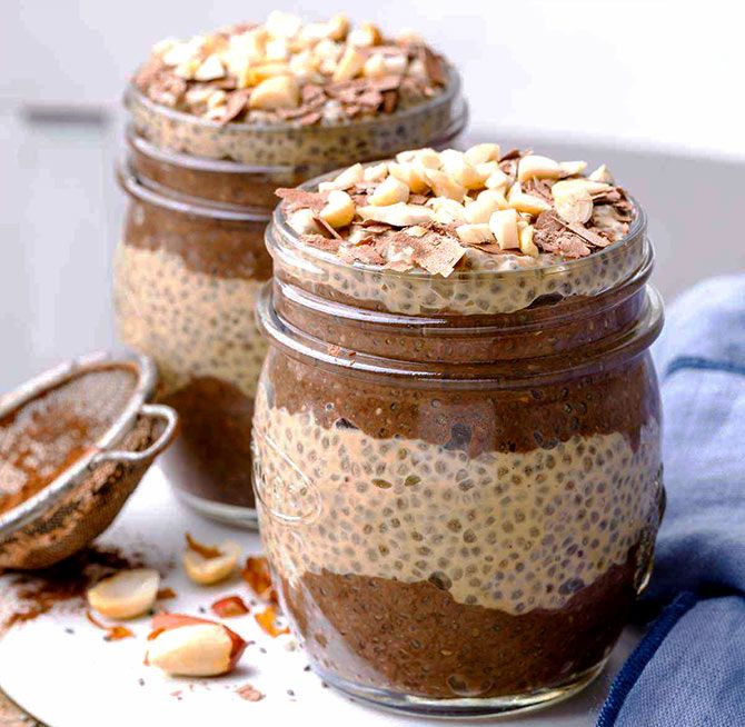 Oats and chia parfait
