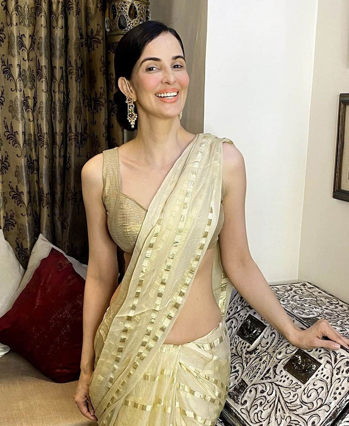 SEE! How to look sexy in a sari