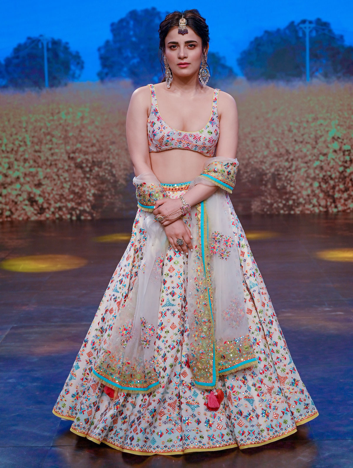 Diana or Sonakshi: Who's the hottest showstopper?
