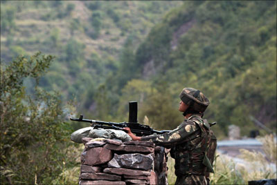 India News - Latest World & Political News - Current News Headlines in India - 1 soldier killed, 3 injured in ceasefire violation by Pak in J-K's Rajouri