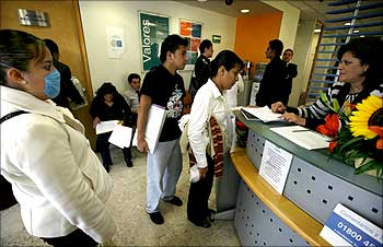 People ask for a list of available job openings at an employment agency in Mexico City.