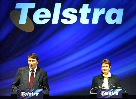 Telstra Chief Executive Officer David Thodey and Chairman Catherine Livingstone at a news conference.