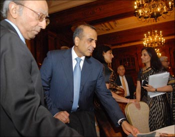 Former CII secretary general Tarun Das (left), Bharti Airtel chairman Sunil Mittal (center), and ICICI Bank CEO Chanda Kochchar (right) at the USIBC event in Washington DC.