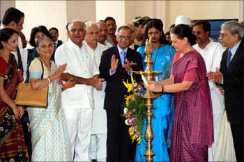 Sonia opens Infosys's new centre in Mysore