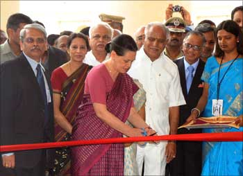 Sonia Gandhi cuts the ribbon while inaugurating GEC - II.