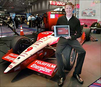 Scott Dixon, winner of the 2003 Indy Racing League Championship with a tablet PC.
