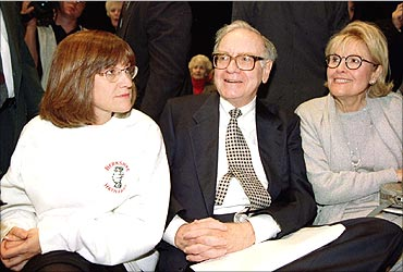 A file photo of Warren Buffett his late wife Susan (R) and daughter Susie.