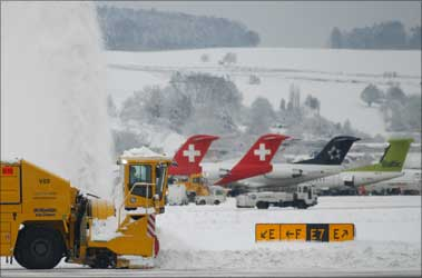 Heavy snowfall disrupts flights in Europe