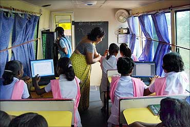 Computer education class in the 'Mobile B-school'.