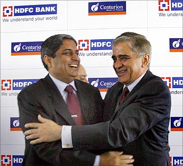 Rana Talwar (R), chairman of Centurion Bank of Punjab, Aditya Puri, MD, HDFC Bank.