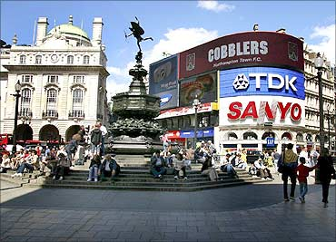 Cash-rich Indian shoppers flock to London's West End