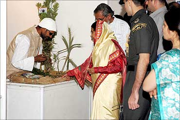 President Pratibha Patil looks at the Kudrat variety of wheat.