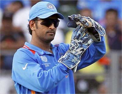 MS Dhoni asks for a review by the third umpire for the wicket of Nuwan Kulasekara.