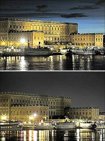The Royal Palace before and during (picture below) the Earth Hour in Stockholm.