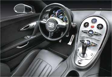Dashboard of Bugatti Veyron.