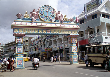 Puttaparthi has a population of 1,000.