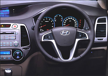 The dashboard of Hyundai i20.