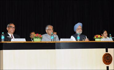 (L to R) Rediff.com chairman and CEO Ajit Balakrishnan, West Bengal Governor MK Narayanan, Prime Minister Manmohan Singh, and West Bengal Chief Minister Mamata Banerjee.
