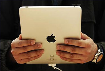 A customer hold the new iPad tablet.