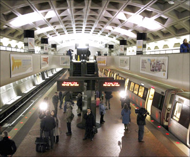A northbound train (R) at Farragut North Metro Station in Washington.