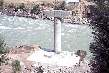 Dhamkund Road Bridge under construction across river Chenab.