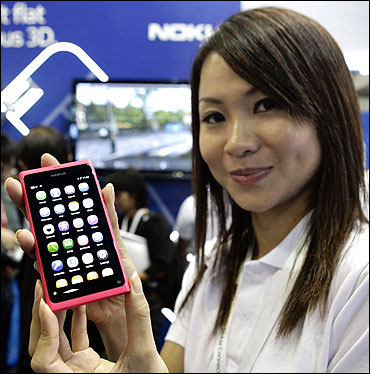 Nokia N9 is displayed.