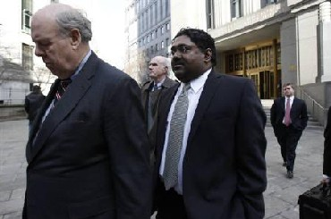 Raj Rajaratnam (R) leaves federal court after a hearing with lawyer John Dowd (L) in New York
