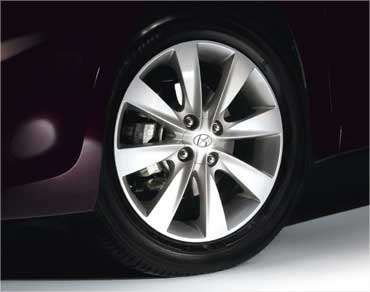 16-inch alloy wheel.