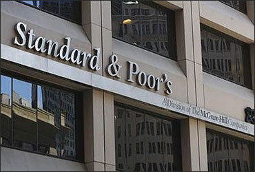 S&P differs with Moody's, upgrades Indian banks!