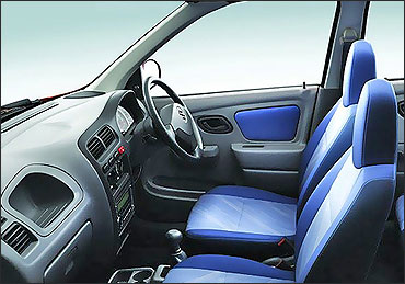 Front seats of Maruti Alto.