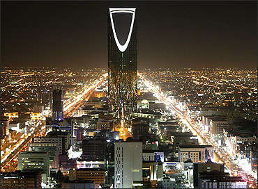 The Kingdom Tower stands in the night in Riyadh.