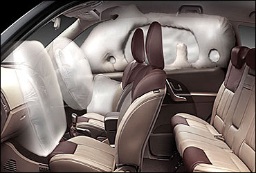 6 airbags (front, side and curtain).
