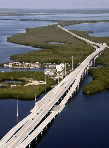 An aerial photograph shows traffic on the southern portion of the 18-Mile Stretch, a facet of U.S. Highway 1 that connects South Florida with the Florida Keys in Key Largo, Florida.