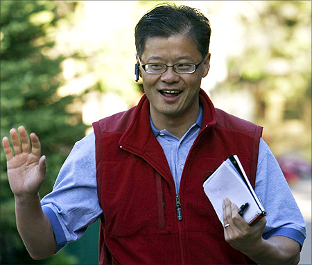 Jerry Yang waves at photographers.