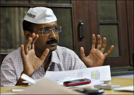 Kejriwal warns govt on RIL gas rates
